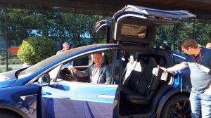 Leon Savelkoul test de Tesla model X met Business Platform Limburd